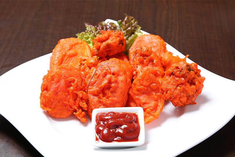 ミックスベジタブルバコラ(ミックス野菜のインド風かき揚げ) ¥500