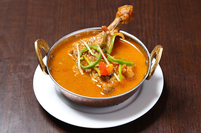 チキン スープカレー(ネパールの家庭料理。骨付きチキンのスープカレー) ¥930